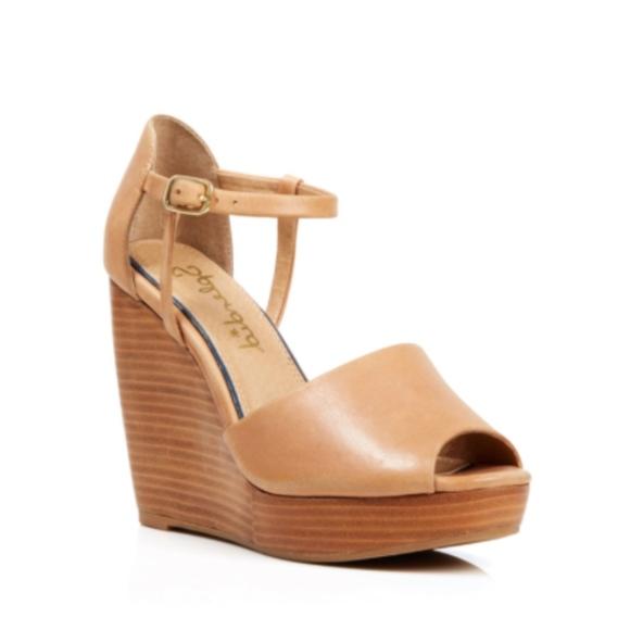 da3725cd205e Splendid Davie Leather Wedge Sandals. M 5c74670d9539f7eedd92889b